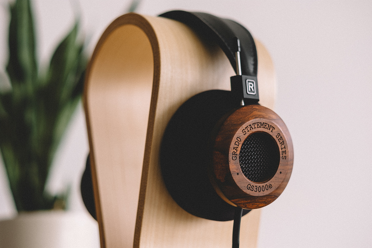 Grado-GS3000e-Wooden-Headphones-2